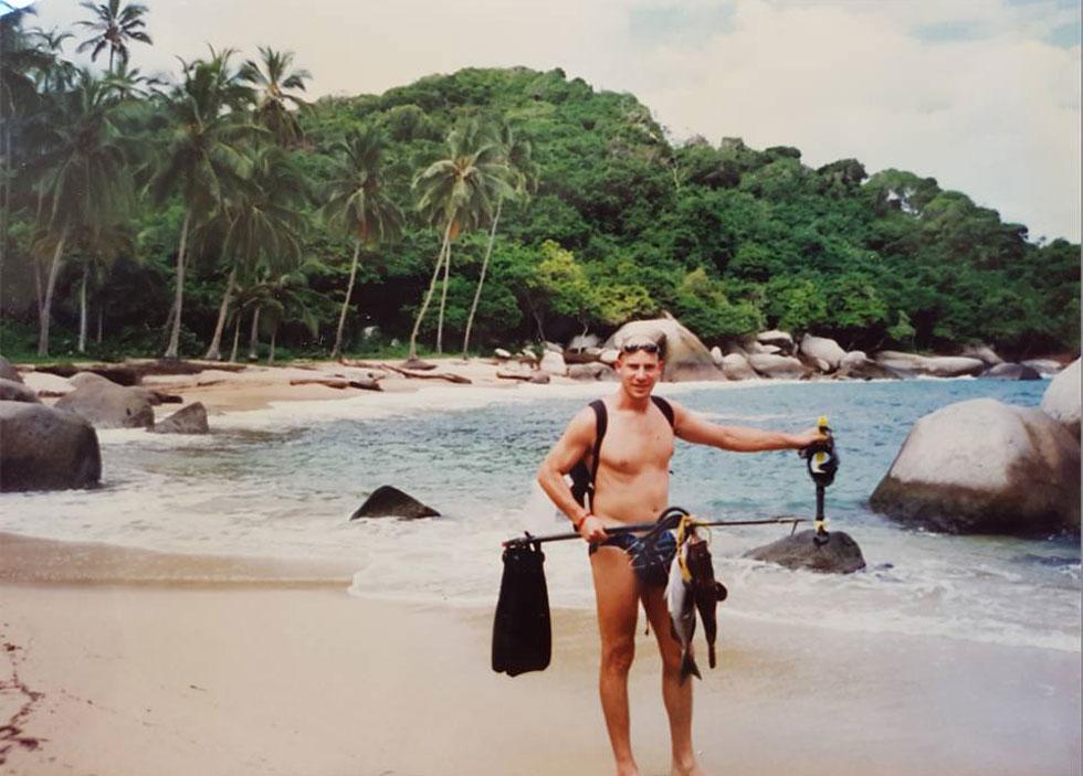 """בפארק טיירונה שבקולומביה. """"עשיתי כמה פעמים התנזרויות מסקס. השיא היה שבעה חודשים של התנזרות טוטאלית"""" (צילום: מתוך אלבום פרטי)"""