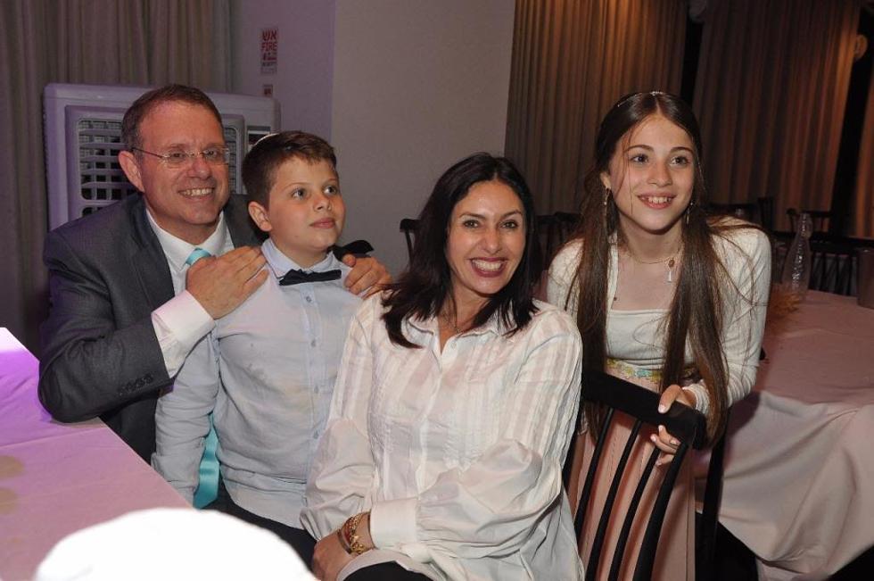 משפחת חגואל ומירי רגב (צילום: יהודה כהן) (צילום: יהודה כהן)