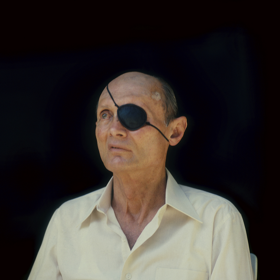 משה דיין, 1983 (צילום: מיכה קירשנר)