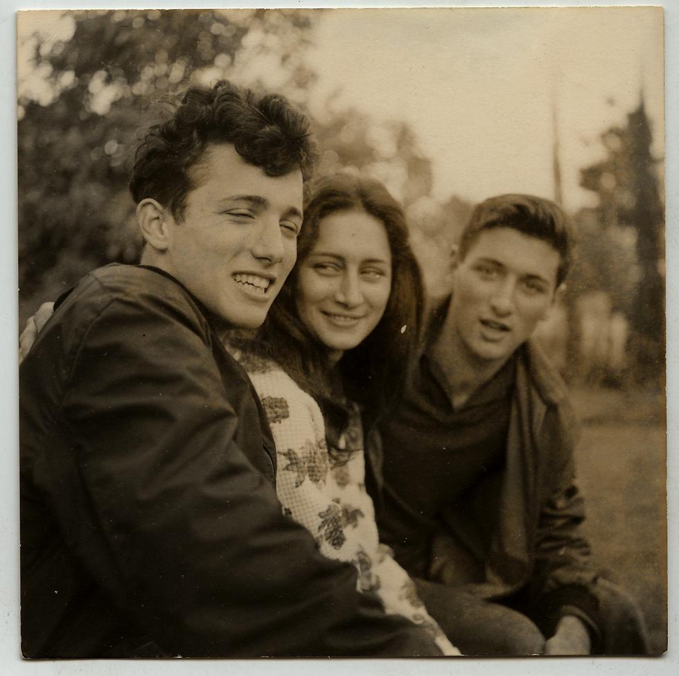אסי, יעל ואודי (מימין). 1960 לערך (מתוך אלבום המשפחה) (מתוך אלבום המשפחה)