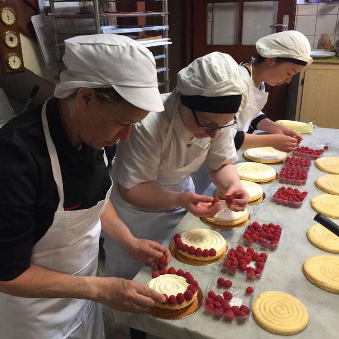"""ביקור באלזס אצל יצרנית הריבות כריסטין פרבר. """"תשוקה עצומה לכל מה שקשור במטבח"""" (צילום: מתוך אלבום פרטי)"""