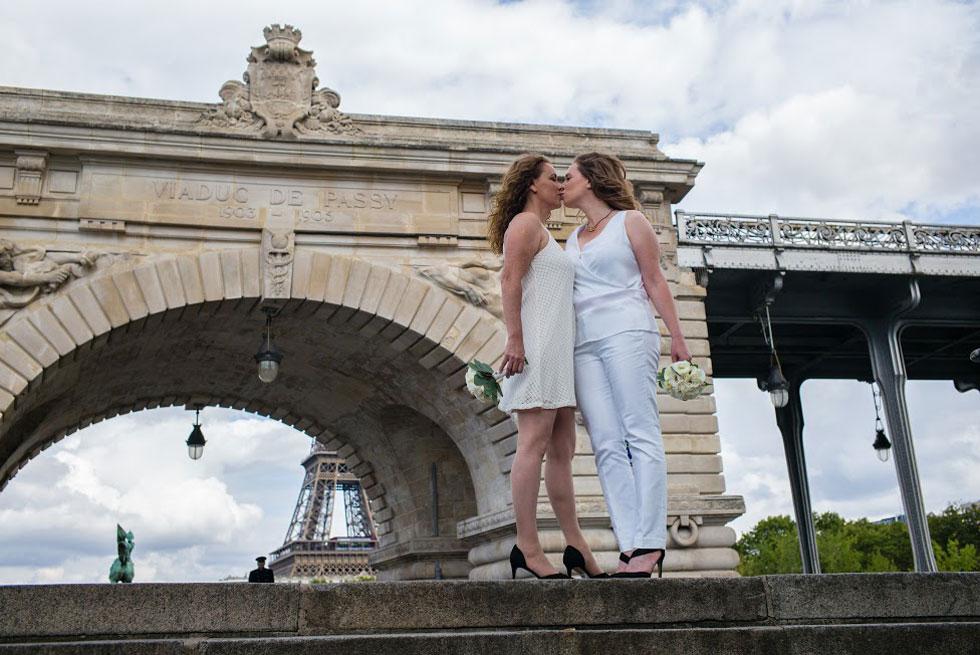 """בחתונה בפריז עם שרון. """"אנחנו נמצאות יחד 24/7, והאהבה שלנו רק פורחת ועולה"""" (צילום: Jeremie Korenfeld)"""