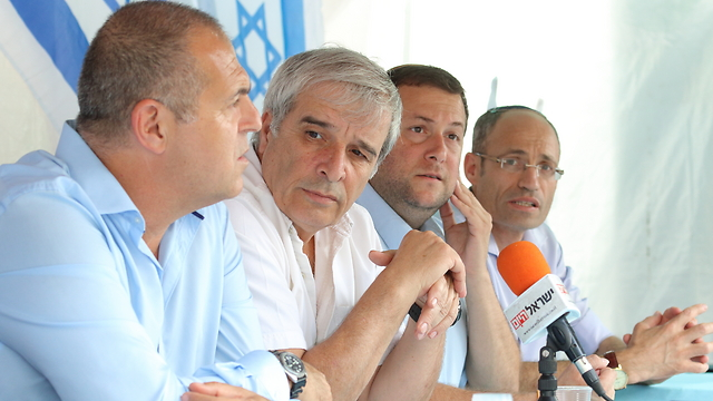 Yesha Council Press Conference announcing the cancellation of the protest tent outside the Prime Minister's Residence in Jerusalem. From left to right: Avi Naim, Beit Aryeh Municipal Council Head, Avi Roeh, Chairman of the Yesha Council and Binyamin Regional Council, Yossi Dagan, Head of the Shomron Regional Council, Davidi Perl, Head of the Gush Etzion Regional Council (Photo: Hillel Maeir/TPS)