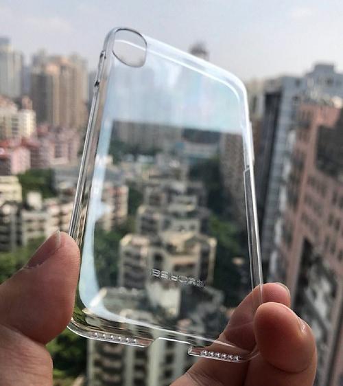 כיסוי עתידי עם פתח מצלמה מתאים לדיווחים (צילום מסך: iDrop)