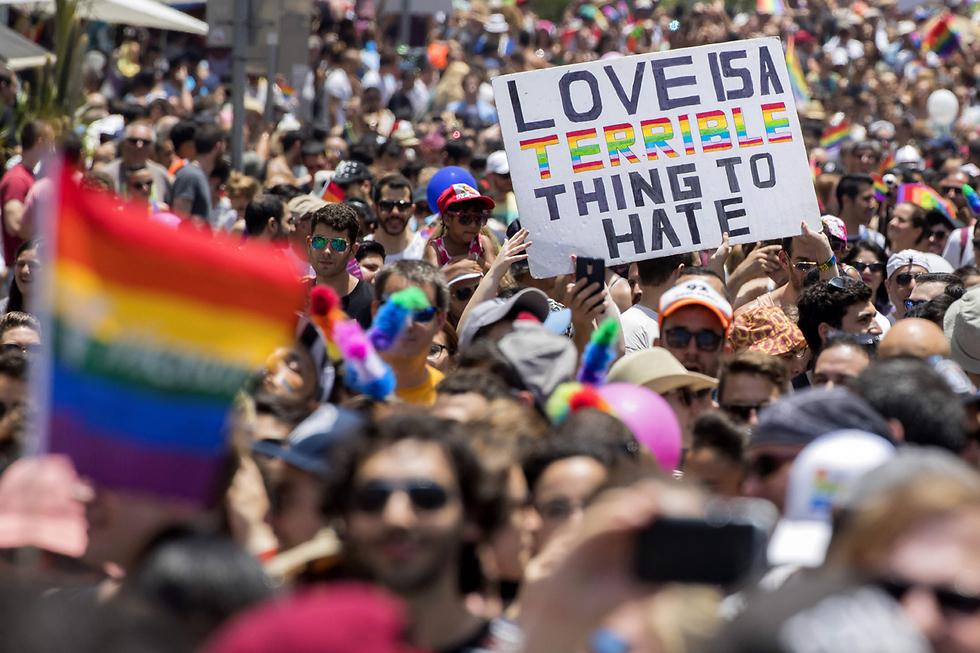 כ-200 אלף בני אדם השתתפו במצעד הגאווה בתל אביב (צילום: AFP)