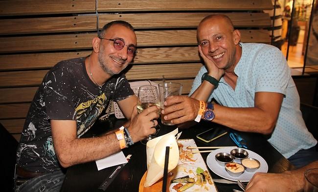 לחיים. דידי הררי ושמעון בוסקילה (צילום: אור גפן)