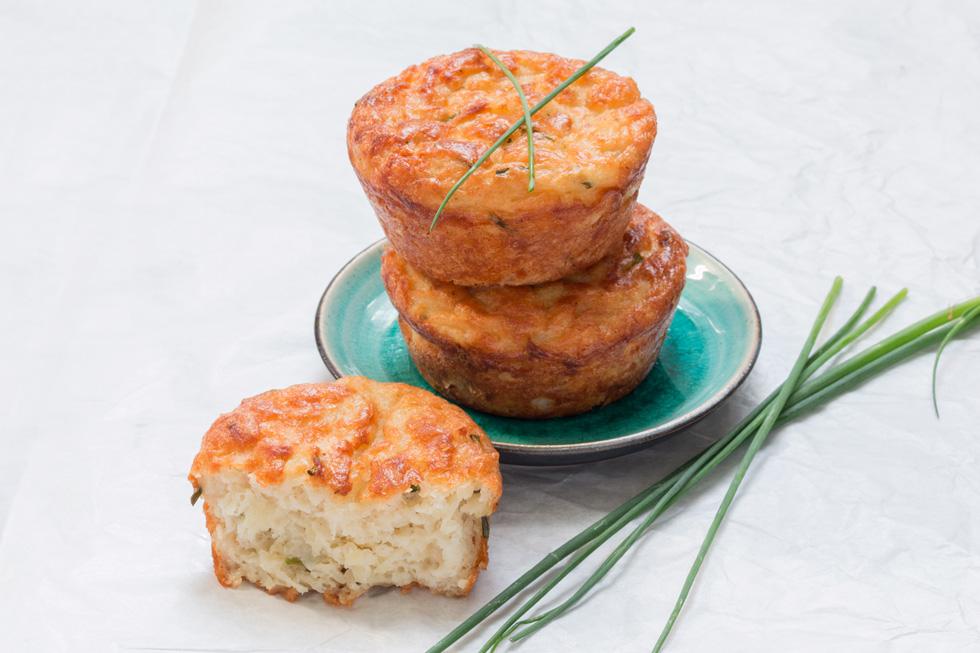 מאפינס מלוחים עם גבינת גאודה, תפוחי אדמה ועירית (צילום: אולגה טוכשר)