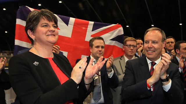 המפלגה הדמוקרטית-יוניוניסטית מצפון אירלנד תומכת בממשלתה של מיי, אבל מתנגדת להקמת קו גבול פיזי עם הרפובליקה של אירלנד (צילום: EPA) (צילום: EPA)