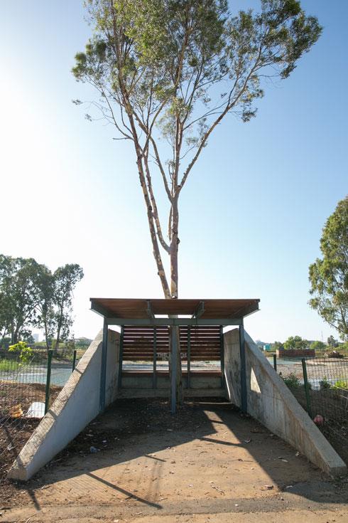ביתני המנוחה הפשוטים נבנו מבטון  בסיסי ופרופילים תעשייתיים  (צילום: דור נבו)