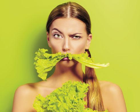 תזונה עשירה בשומנים ובסוכרים מובילה להפרעה במשק הדופמין בגוף וגורמת לאכילה אימפולסיבית, בעיקר של ג'אנק פוד (צילום: Shutterstock)