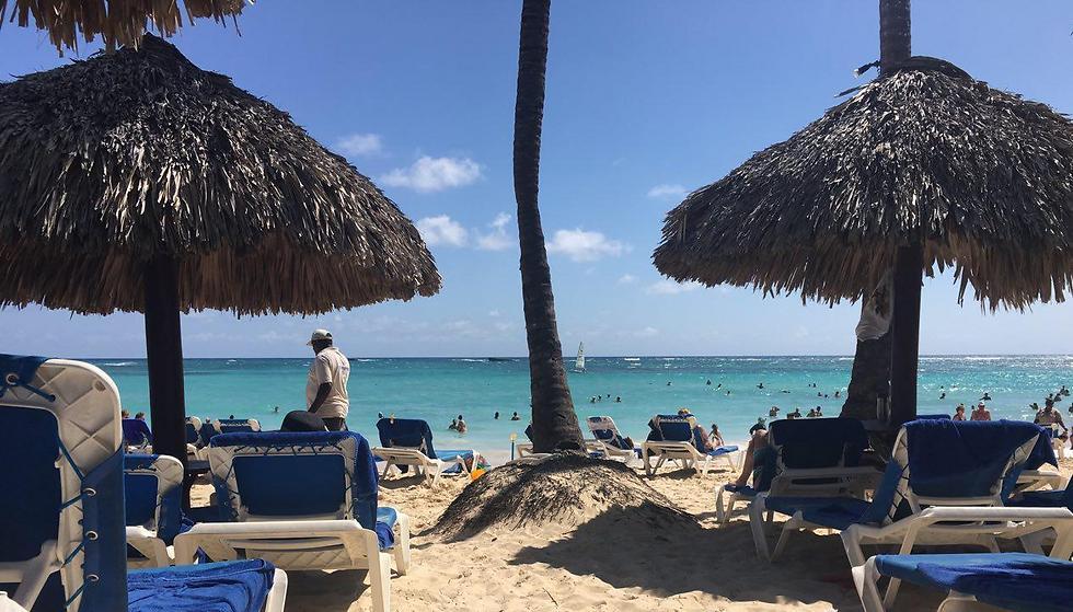 """במרחק הליכה או נסיעה על """"גולף-קאר"""" מגיעים לחוף הפרטי שיש לכל ריזורט ומלון ()"""