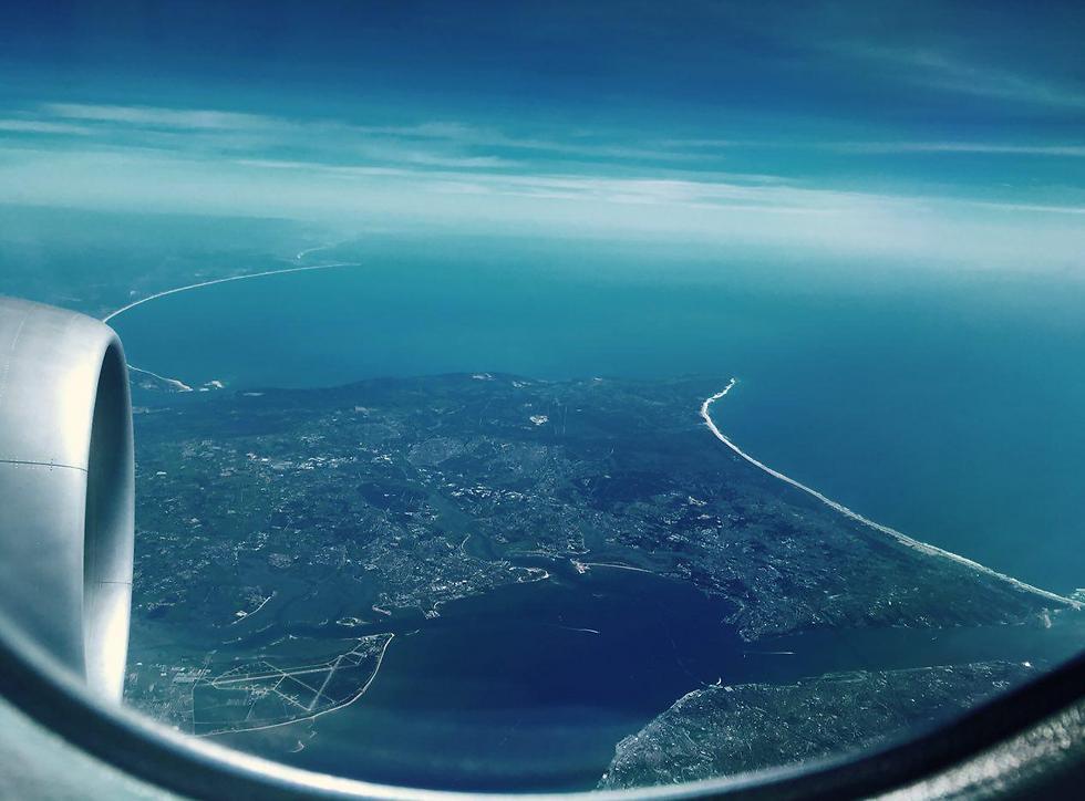 בדרך להגשמת חלום קאריבי: סנטו דומינגו מחלון המטוס ()