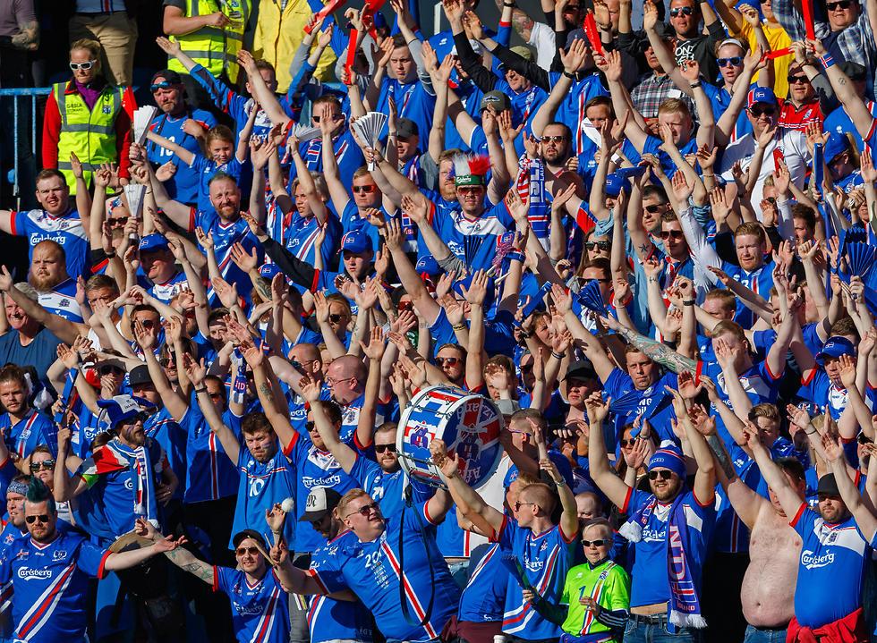 הקהל האיסלנדי ראה עוד הפתעה (צילום: EPA) (צילום: EPA)
