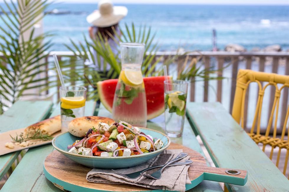 """אוכל טוב שמתאים לחוף הים, """"ביץ' בר"""" בקיסריה (צילום: אלונה להב) (צילום: אלונה להב)"""