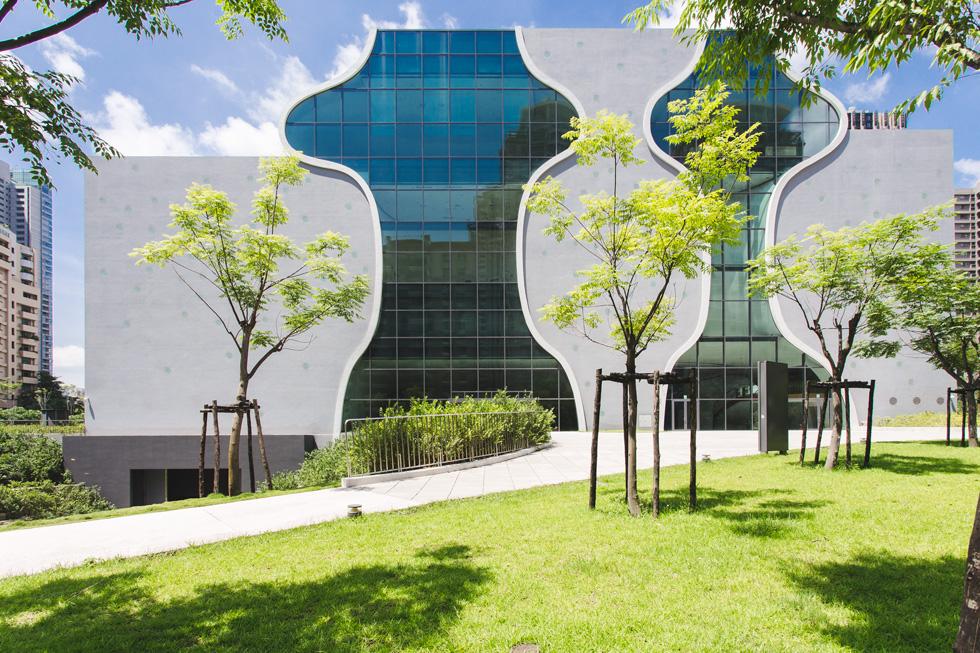 חזית התיאטרון הלאומי של טאייוואן, שנחנך לפני כמה חודשים והפך לגאווה מקומית (צילום: National Taichung Theater)