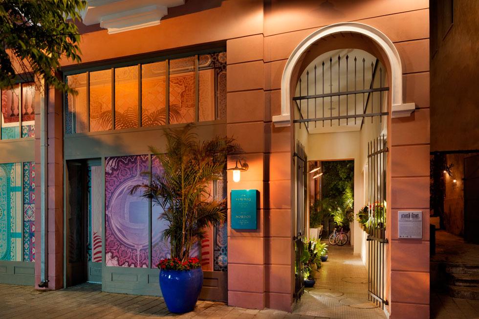 ''ראינו את הערך ההיסטורי של המלון כעליון'', מסביר אורן פסקל, אחד משלושת היזמים השותפים. ''רצינו שהחוויה ההיסטורית תבוא לידי ביטוי בכל המישורים, מהשם עד העיצוב''. לכן גם נשמר שמו של המלון בהגייתו האידית - נורדוי (ולא נורדאו, כשם הרחוב בצפון העיר) (צילום: אסף פינצ'וק)