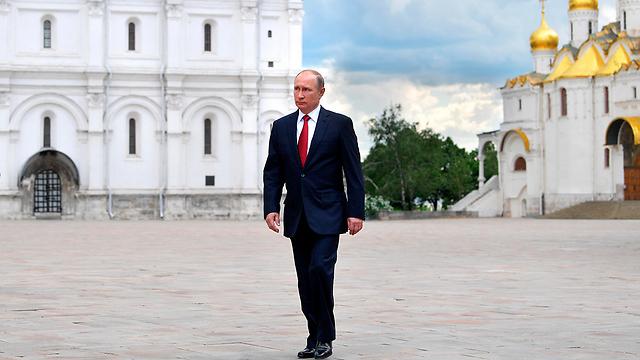 כרגע לא נראה שלנבלני יש סיכוי לנצח אותו בבחירות לנשיאות. פוטין (צילום: AP) (צילום: AP)