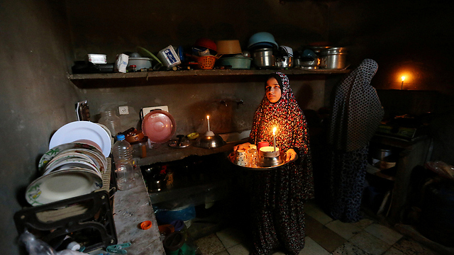 Palestinians without power in Khan Yunis (Photo: Reuters)