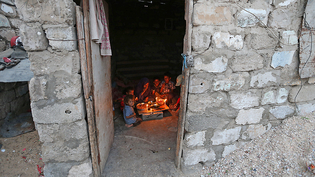 With only four hours of power a day, Gazans use candles for light (Photo: Reuters)