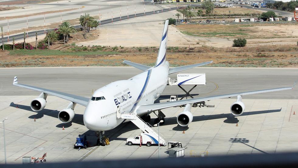 """מטוס בואינג 747-400 ב-Hardstand בנתב""""ג (צילום: ערן גרנות)"""