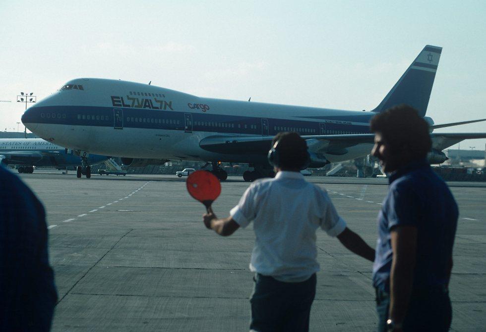 מטוס מטען מדגם 747 על הקרקע (צילום: דוד רובינגר)