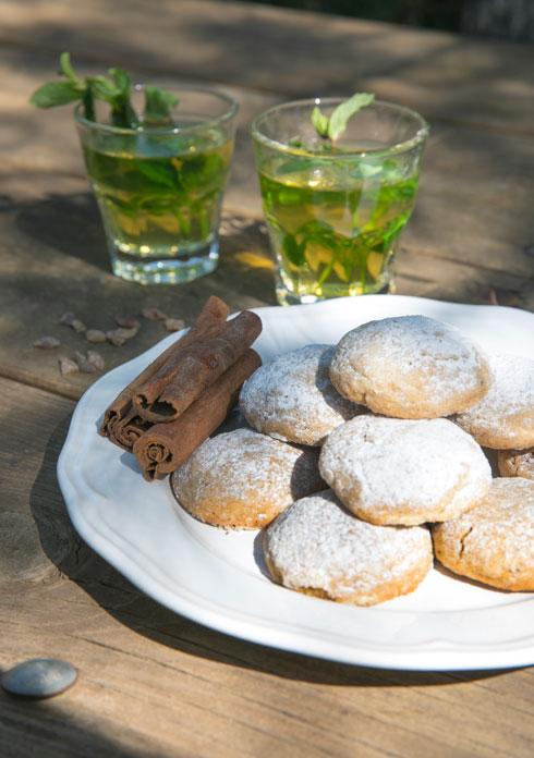 עוגיות קינמון מזוגגות (צילום: שי נייבורג, סגנון: אורלי חרמש)