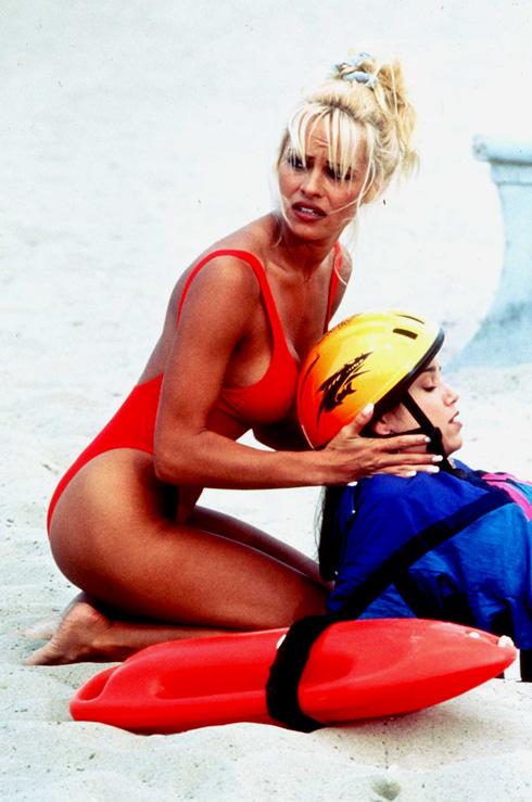 מי לא זוכר אותה רצה על החוף בהילוך איטי? פמלה אנדרסון, 1995 (צילום: Gettyimages)
