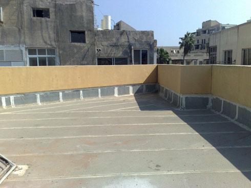 הגג לפני השיפוץ (צילום: סטודיו קראפט אנד בלום)