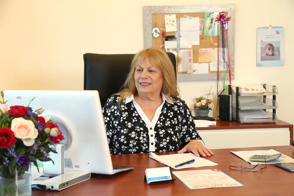 """לבנת פורן במשרדה בתל אביב. """"כל הזמן אמרו לי שאני 'לא מממשת את הפוטנציאל'"""" (צילום: צביקה טישלר)"""