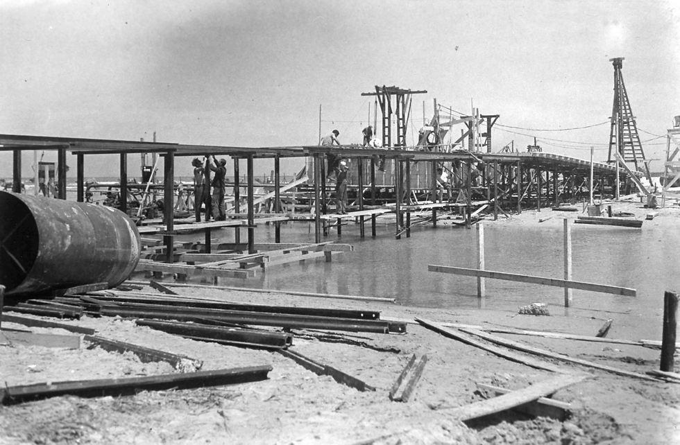 הקמת גשר ווקופ (גשר רדינג), 1937. נקרא על שמו של הנציב העליון, סר ארתור ווקופ (צילום: שלמה שהם)