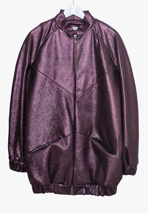 """""""את המעיל הזה עיצבה אחותי, אלינור כהן. רציתי משהו מדליק ומחמם, אז היא עיצבה לי אותו במיוחד"""" (צילום: ענבל מרמרי)"""