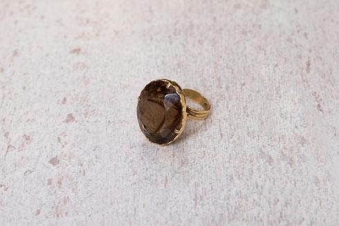 """""""כשהתחתנו, אבא של אלון הביא לי את האבן ועשינו ממנה את הטבעת הזו"""" (צילום: ענבל מרמרי)"""