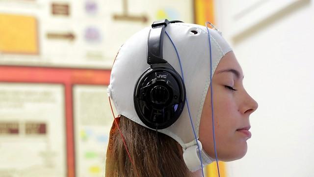 מנטר פעילות בזמן אמת. מכשיר הנוירופידבק (צילום: ליאור צור, דוברות איכילוב)