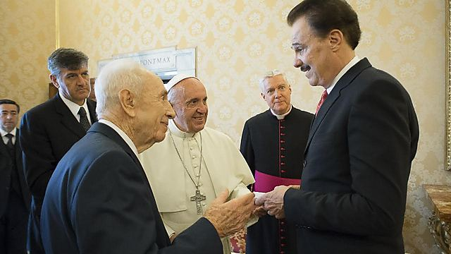 Evans meets with Shimon Peres and Pope Francis