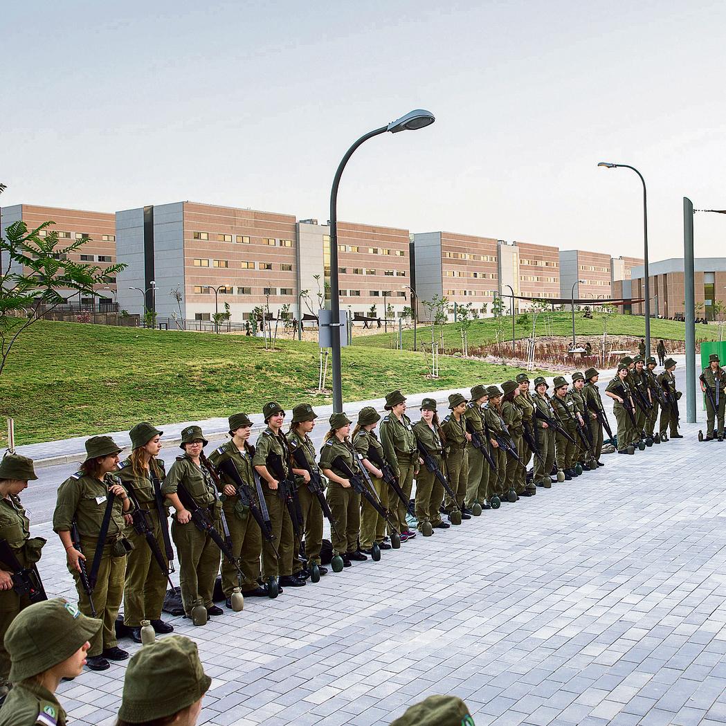 Women in the IDF (Photo: Tal Shahar)