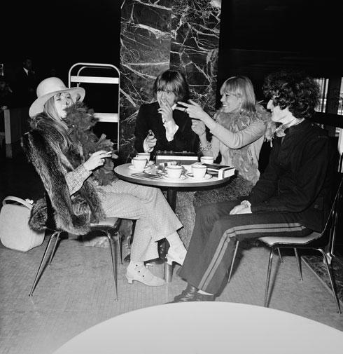 אניטה פלנברג, בריאן ג'ונס ומריאן פיית'פול, 1967 (צילום: Gettyimages)