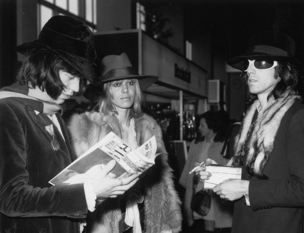 קית' ריצ'רדס, אניטה פלנברג ומיק ג'אגר בדרכים, 1968 (צילום: Gettyimages)