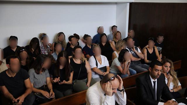 הורי הילדים שהותקפו בבית המשפט (צילום: מוטי קמחי) (צילום: מוטי קמחי)
