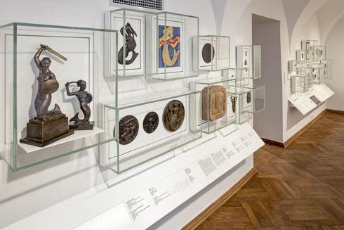 כמו במוזיאונים הראשונים, התצוגה מקבצת מוצגים על  פי קטגוריות (צילום: Marcin Czechowicz)