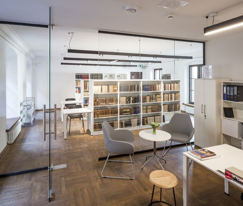פרט לספריית העיון יש במוזיאון גם חנות ובית קפה שייפתח בקרוב (צילום: Marcin Czechowicz)