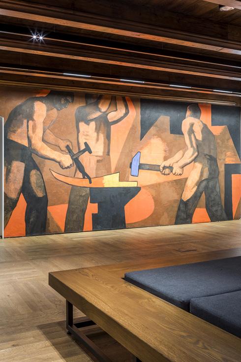 ציור קיר גדול בסגנון קומוניסטי הוא אחד משני הפריטים היחידים שנשארו מהמוזיאון הקודם (צילום: Marcin Czechowicz)