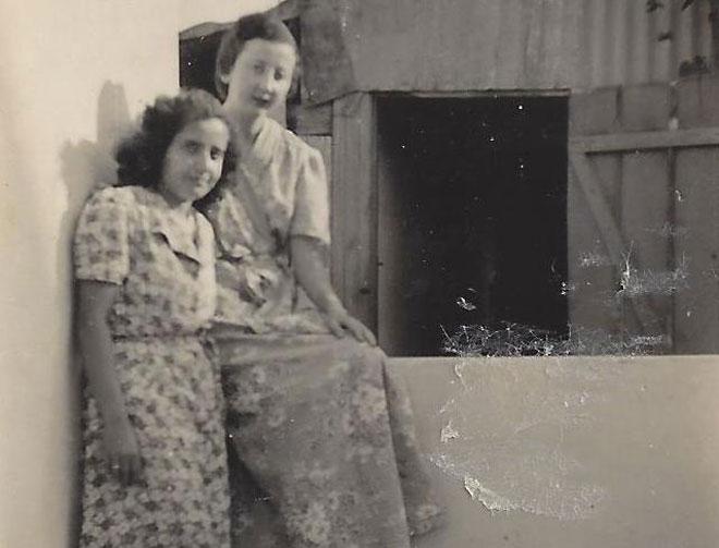 ההבטחה מגיל 16 קוימה אחרי עשרות שנים. רות (משמאל) ושושנה (צילום רפרודוקציה: אסנת לסטר)