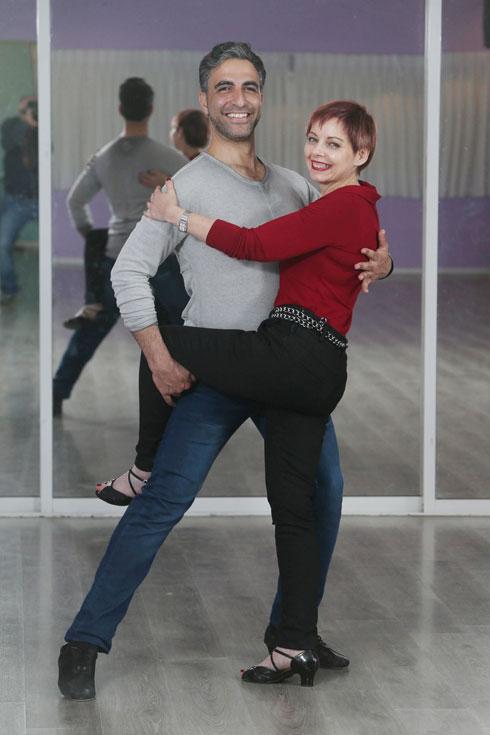 """ענת אילון ורואי שמש. """"הריקוד תרם לשיווי המשקל שלי, ליציבות ולחיזוק הרגליים"""". הקליקו על התמונה (צילום: צביקה טישלר)"""