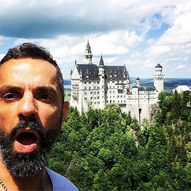 מחוץ לטירת נוישוונשטיין  (צילום: חזי מנע)