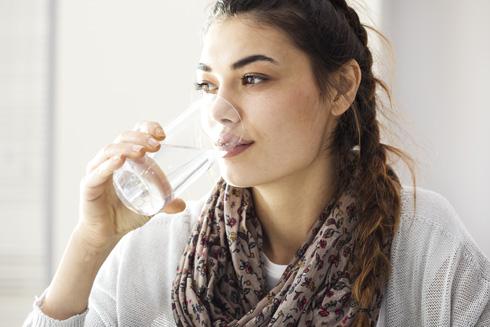 עצה שלא נכשלת לעולם: שתו מים (צילום: Shutterstock)