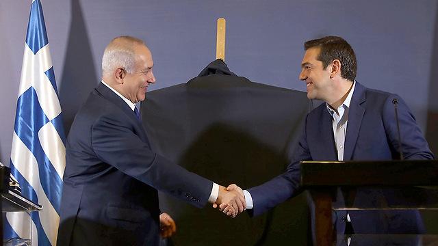 PM Netanyahu and Greek PM Alexis Tsipras (Photo: EPA) (Photo: EPA)