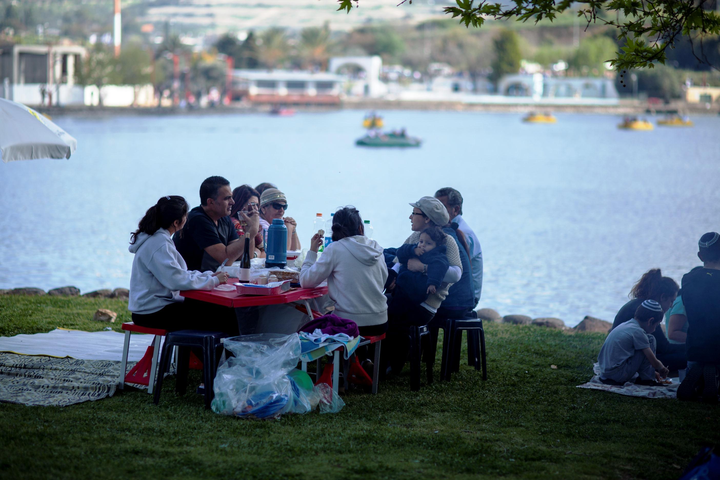 יום פיקניק באגם מונפורט (צילום: אוצרות הגליל)