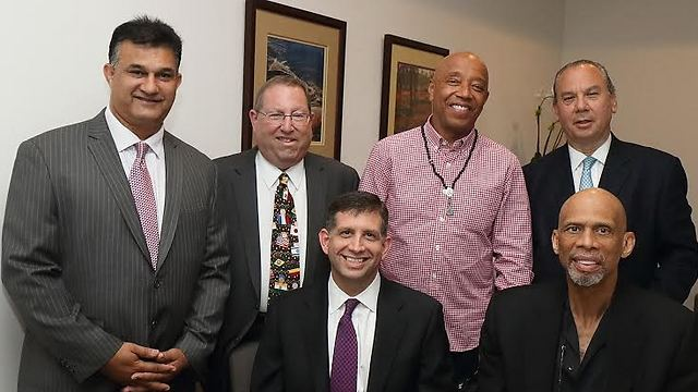 Kareem Abdul-Jabbar, Israeli Consul General Sam Grundwerg, Russell Simmons and leaders from the Foundation for Ethnic Understanding (Photo: Michelle Mivzari) (Photo: Michael Mivtzari)