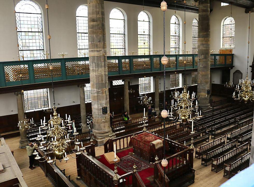 מבט על בית הכנסת הפורטוגזי (צילום: הארי ד' וול)