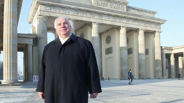 קוהל בשער ברנדנבורג בברלין (צילום: AP) (צילום: AP)